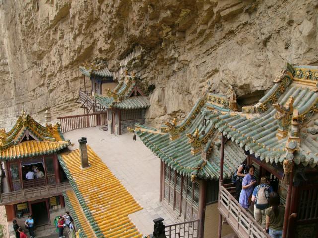 el_templo_colgante_de_hengshan_china_01.jpg