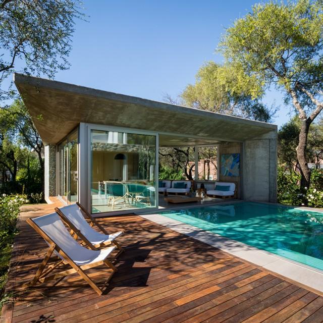 jardin interior expectacular en este dise ointerior de vivienda Todas las imágenes son de Gonzalo Viramonte, vía Designboom