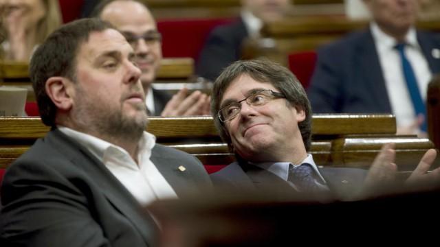 El vicepresidente y conseller de Economía, Oriol Junqueras, y el presidente de la Generalitat, Carles Puigdemont. Fuente: EFE