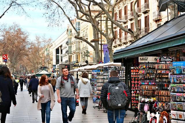La Rambla, calle vertebral de Ciutat Vella.