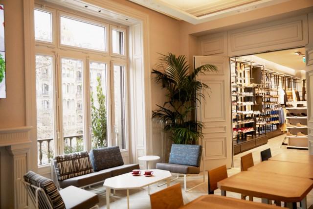 Zona de descanso de la nueva tienda de H&M en Barcelona / H&M