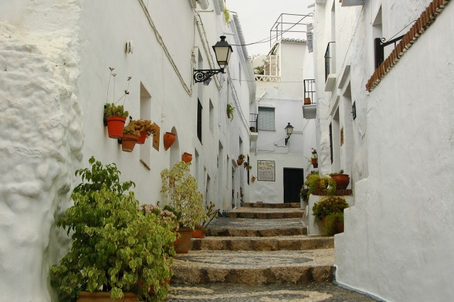 Viajar : 5 pueblos espectaculares en el sur de España Frigiliana1