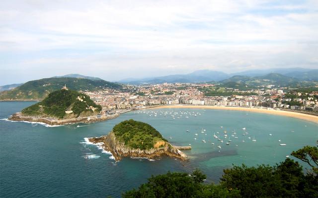 La playa de La Concha, además de ser uno de los tesoros de España, es la mejor playa de Europa. / Rentalia