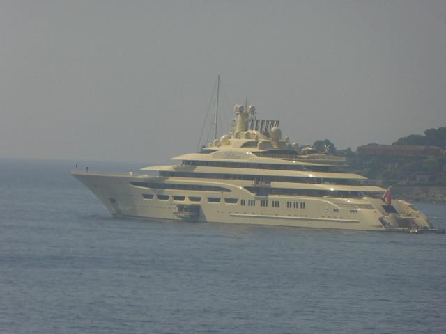 234 millones de euros. Su piscina cubierta de 180 metros cúbicos, la más grande construida en un yate