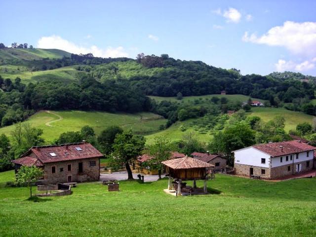 Pueblo en venta en Asturias por 2,37 millones ofertado también en idealista  / Aldeas Abandonadas