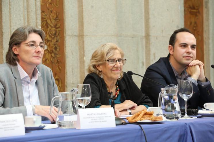 De izqda a dcha.: Marta Higueras, teniente de alcalde; Manuela Carmena, alcaldesa y José Manuel Calvo, concejal de Urbanismo / Ayuntamiento de Madrid