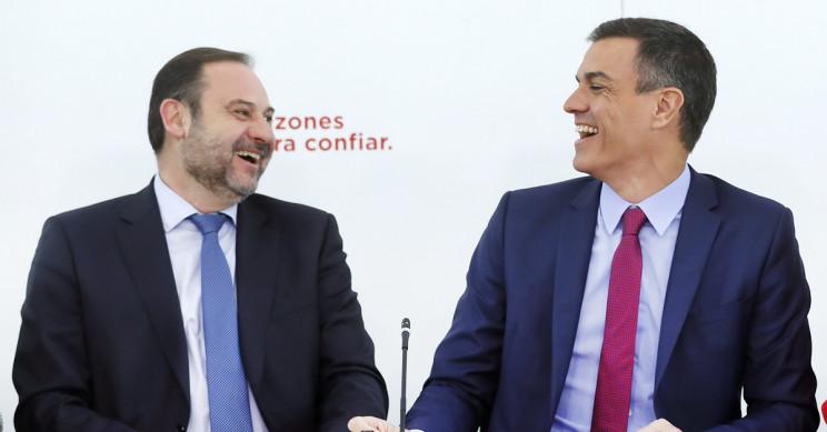 José Luis Ábalos, ministro de Fomento, y Pedro Sánchez, presidente de Gobierno / Gtres