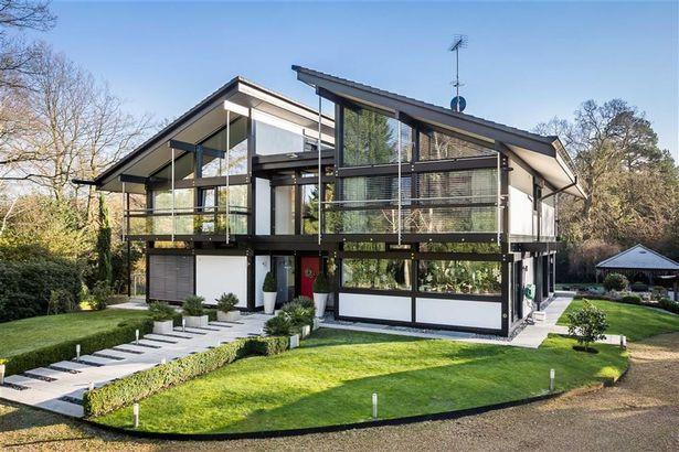 Exterior de la casa prefabricada de Antonio Banderas / Huf Haus