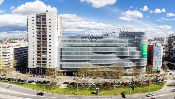 Edificio de oficinas y centro comercial Castellana 200