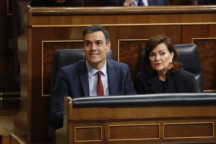El presidente del Gobierno, Pedro Sánchez, y la vicepresidenta, Carmen Calvo / Gtres
