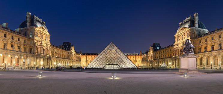 La pirámide del Museo del Louvre
