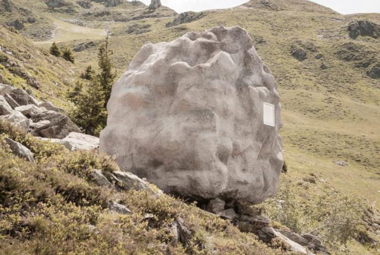 Es una cabaña oculta entre las rocas