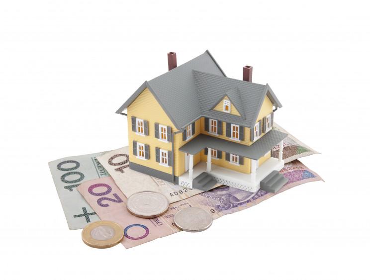 Una vivienda rodeada de dinero