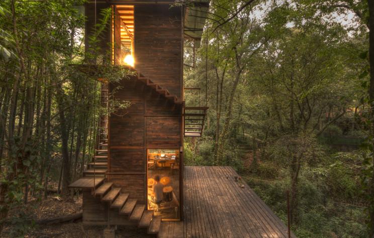 Una vivienda que se mimetiza con la naturaleza
