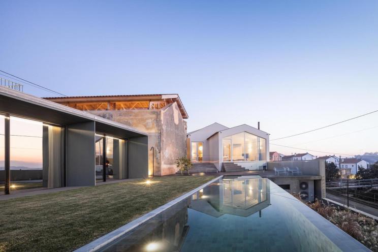 Uno de los objetos más destacables es su piscina infinita / Fernando Guerra   FG+SG