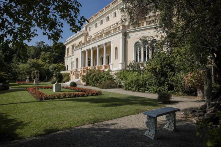 La mansión tiene un jardín botánico con 14 hectáreas