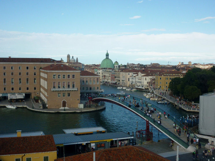 Puente de la Constitución en Venecia / Wikimedia commons