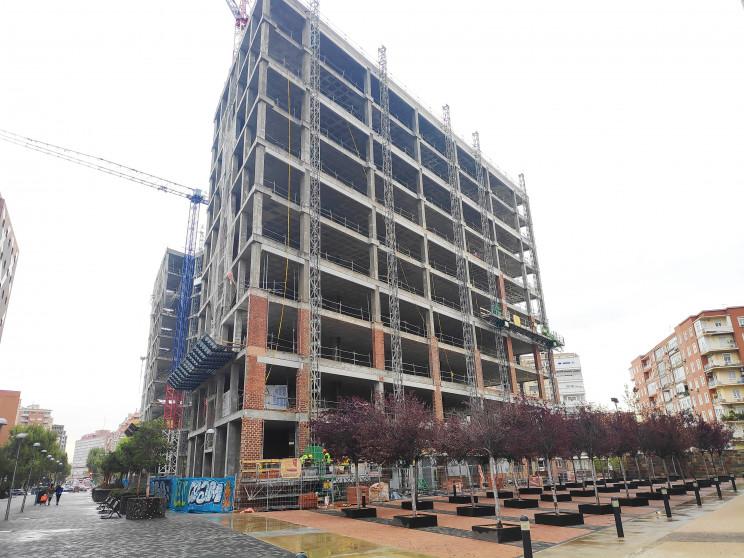 Un exsocio y enemigo de 'los Albertos' construye un edificio de oficinas al lado de la Torre Realia
