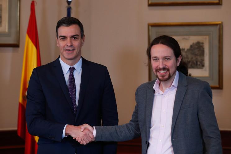 Pedro Sánchez y Pablo Iglesias durante la firma del pacto de Gobierno / Gtres