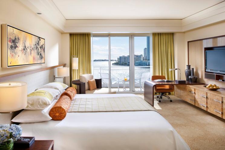 Una de las suites con vistas a la bahía  / Hotel Mandarin Oriental
