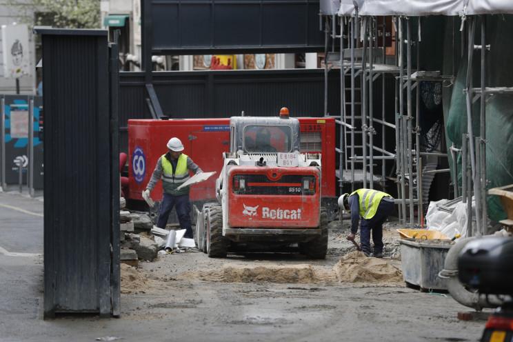 Imagen de unos obreros trabajando. / Gtres