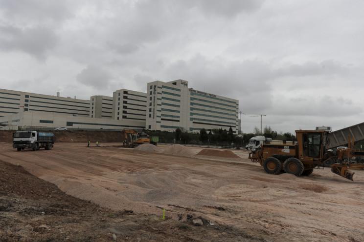 Hospital de campaña que se levanta en Valencia. / Gtres