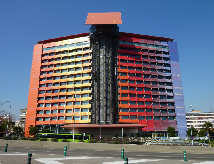 Hotel Puerta de América./ Luis García (Zaqarbal). / Wikimedia commons