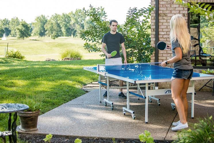 Una mesa de ping pong en el patio trasero / Amazon
