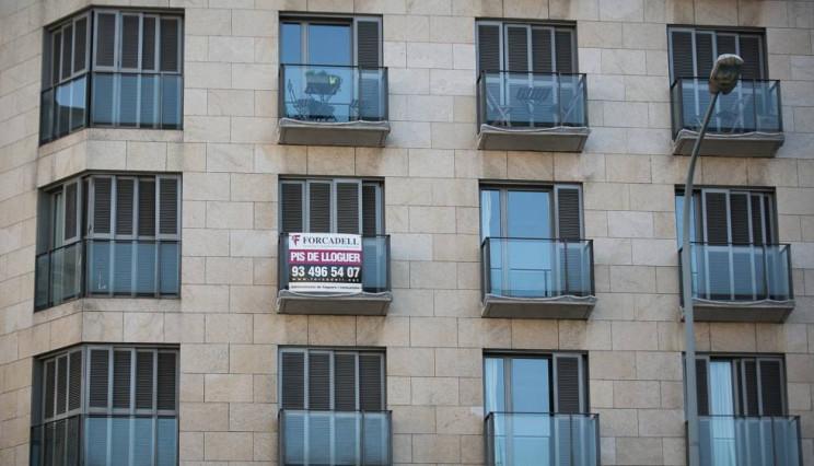Cartel piso de alquiler en Barcelona